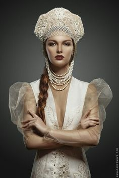 Russian bride in traditional headdress Russian Beauty, Russian Fashion, Russian Style, Asian Wedding Dress, Wedding Dresses, Russian Wedding, Pearl And Lace, Folk Fashion, Headdress