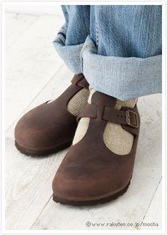 Dark brown shoes and beige socks #birkenstocks #fashion #socks