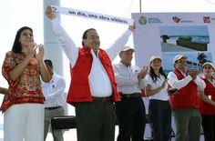 El Gobernador de Veracruz, Javier Duarte de Ochoa, inauguró la rehabilitación del Boulevard Manuel Ávila Camacho, durante la jornada 73 del programa Un día, una obra Adelante.