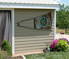 If you've ever lived on a ranch chances are you know that there are two kinds of windmills: Working Windmill Not Working Windmill Rustic Western Decor, Rustic Outdoor, Rustic Style, Outdoor Decor, Outside Living, Outdoor Living, Windmill Wall Decor, Windmill Art, Windmill Blades