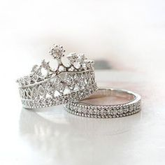 Fashion Exquisite Crown Women's Ring - USD $69.95 : EverMarker.com