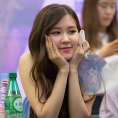 South Korean Girls, Korean Girl Groups, Read Rose, Blackpink Members, Rose Park, Summer Rain, Park Chaeyoung, Yg Entertainment, New Girl