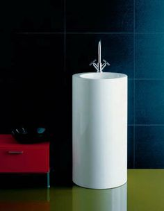 Lavabo a colonna circolare WT. Canning, Designers, Home, Ad Home, Homes, Home Canning, Haus, Conservation, Houses