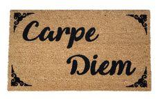 Felpudo que te recuerda que hay que aprovechar el momento. #felpudosoriginales Carpe Diem, Decor, Custom Rugs, Sweet Home, Rugs, The Originals, Decoration, Decorating, Deco