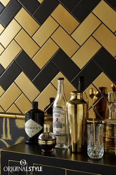 Glamour and opulence are always in vogue, and you get both with these metallic effect half tiles and mouldings from the Artworks range by Original Style. Art Deco Bedroom, Gold Bedroom, Master Bedroom, Brass Kitchen, Kitchen Black, Kitchen Tiles, Kitchen Design, Glazed Ceramic Tile, Metro Tiles