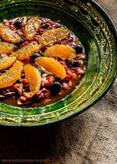 #Ensalada de #pimientos asados con #naranja y aceitunas negras, aliñada con ajo, vinagre y aceite de oliva #Granada #receta