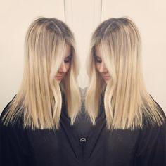 Colour by @carlyrokk and cut by me #blonde#nofilter#bronde#melbournehairdresser#blowdryqueen#melbournehair#colour#colourist#haircut#ombre#ballayage#wella#haircolour#ashblonde#hairinspo#hairdresser