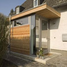 Dynamic entrance porch design dig this Cultural Architecture, Residential Architecture, Modern Architecture, Modern Porch, Modern Entrance, Entrance Mats, Entrance Ideas, Modern Door, Door Ideas