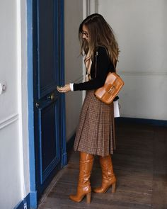 Check her stories to see how she basically bought the entire look vintage except the boots (my… Cute Fall Outfits, Fall Winter Outfits, Winter Fashion, Winter Dress Outfits, Mode Outfits, Chic Outfits, Moda Fashion, Womens Fashion, Fashion Trends