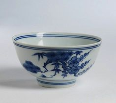 Bowl, porcelain painted in underglaze blue with the 'Three Friends of Winter', China, Ming dynasty, 16th century.Diameter: 14.3 cm, Height: 7.3 cm.C.1364-1924© V Images.