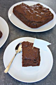 4 INGREDIENSER - sund chokoladekage med chokolademousse  - nem, glutenfri, vegansk, vegetarisk, sukkerfri (uden tilsat sukker) og laktosefri