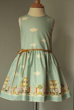 Vestido para niña, elegante... Apropiado para ceremonia, incluso.