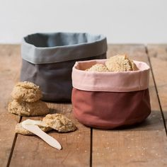Anna recommends that you serve your home-baked goods in lovely canvas bread baskets. Available in two sizes (dia. 17cm and dia. 18cm). Prices from DKK 25,90 / SEK 36,80 / NOK 37,90 / EUR 3,68 / ISK 684 / GBP 3,48