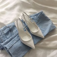 Dr Shoes, Me Too Shoes, Shoes Heels, Fashion Shoes, Fashion Outfits, Womens Fashion, Fashion Trends, Fashion Fashion, Korean Fashion