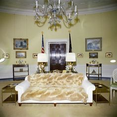 Yellow Oval Room, White House - John F. White House Usa, White House Interior, Los Kennedy, Jackie Kennedy, White House Washington Dc, Architectural Digest, Historic Homes, Second Floor, Old Houses