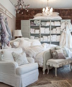 How to Design a Shabby Chic Bedroom Shabby Chic Interiors, Shabby Chic Bedrooms, Shabby Chic Homes, Shabby Chic Furniture, Shabby Chic Decor, White Interiors, Vintage Furniture, Diy Furniture, Shabby Cottage