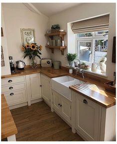 Modern Farmhouse Kitchens, Rustic Kitchen, Cool Kitchens, Country Kitchen, Farmhouse Decor, Vintage Kitchen, Farmhouse Style, Primitive Kitchen, Copper Kitchen