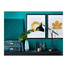 IKEA Deutschland   TVILLING 2 Stück (je 40x50cm) goldene Bläter Motiv von Silkie Spingies. Durch Kunst, die den eigenen Stil ausdrückt, lassen sich Wohnräume persönlich gestalten.