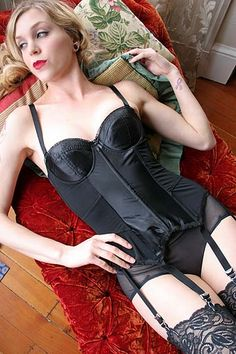 On Dollhouse Bettie: What Katie Did Glamour Merry Widow Garter Bustier $120.00