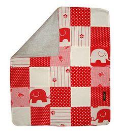 Sy ett ett snyggt lapptäcke hur enkelt som helst. Använd tyger du har hemma eller hitta nya favoriter hos oss på www.barntyger.se. Klicka på bilden för fin beskrivning från Gerda.
