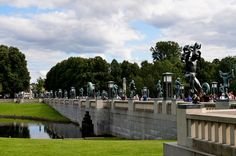 Bronze Sculptures Stand on Right Side of the Bridge - Vigeland Park, Oslo - Parque de Vigeland - Wikipedia, la enciclopedia libre