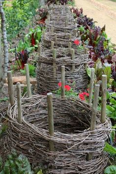 Are you dreaming associated with a potager kitchen garden? Learn exactly what a potager garden is, how you can design your home kitchen garden with some more sample home kitchen potager garden Potager Garden, Veg Garden, Edible Garden, Garden Beds, Garden Art, Garden Plants, Shade Garden, Garden Trellis, Garden Table