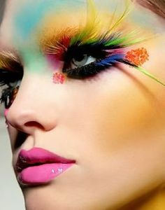 Colored eyelashes For the Edgy Girl: Unusual Makeup Styles