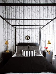 Colors For the Small Bedroom – Black and White Eternity For the Small Bedroom 19 Creative & Inspiring Traditional Black And White Bedroom Designs. Black And White Bedroom Wallpaper Black White Bedrooms, Black And White Interior, White Interior Design, Bedroom Black, Modern Bedroom, Pretty Bedroom, Gold Bedroom, Black Bedding, Modern Wall