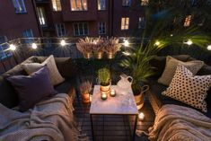 Make the most of your outdoor space, no matter how big or small. This cosy balcony is ideal with festoon lights. Make the most of your outdoor space, no matter how big or small. This cosy balcony is ideal with festoon lights. Apartment Balcony Decorating, Apartment Balconies, Cool Apartments, Apartment Patios, Apartment Entry, Apartment Goals, Outdoor Spaces, Outdoor Living, Outdoor Decor