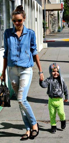 ¿Te gustan los #pantalones de color para tu #pequeño? Nunca pasarán de #moda y se verá muy lindo. #mom #style #fashion #outfit #mommy #cool #beauty #fashionist
