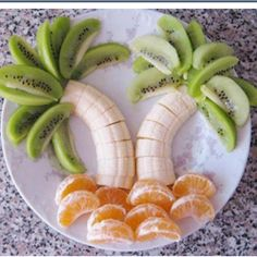 Cute beachy idea; I wonder if it is also a good way to get kids to eat fruit.