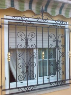 Fotografía de Rejas de forja por Cerrajeria F. Domenech Scp #926532. Main Gate Design, Door Design, House Design, Iron Furniture, Home Decor Furniture, Window Grill Design Modern, Burglar Bars, Pop Ceiling Design, Spanish Style Homes