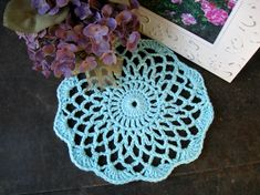 My first doily. Simply and easy. Free pattern: http://www.bestfreecrochet.com/2012/03/26/free-crochet-pattern-shaded-pinks-doily-86/