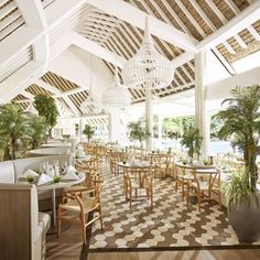 Inside the luxe, Kelly Hoppen-designed Lux Grand Gaube hotel in tropical Mauritius. Interior Design Software, Top Interior Designers, Luxury Interior Design, Resort Interior, Lux Grand Gaube, Bar Piscina, Resorts, Lux Hotels, Grande Hotel