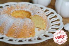 Ciambella Estone (Munavalgekook): dolci dal mondo Il nome di questo dolce è decisamente strano ma vi assicuro che vale la pena provarlo. Semplice e leggero, si prepara in poco tempo. Se poi preferite, potete anche glassarlo con cioccolato fondente.   Buoni dolci da Ramona e da Valle' ♥