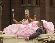 The Drowning in Pink Bride (from My Big Fat Gypsy Wedding) this pic seriously makes me lol Wedding Dress Fails, Funny Wedding Dresses, Weird Wedding Dress, Tacky Wedding, Wedding Fail, Before Wedding, Wedding Show, Wedding Humor, Prom Dresses