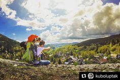 Miesto neďaleko Banskej Bystrice s krásnou prírodou bohatou architektúrou a náučným chodníkom s nádherným výhľadom. Vždy si máme čo ukazovať na našich výletoch .... #praveslovenske od  @kuboluptak  #slovensko #spaniadolina #banskabystrica #slovakia #landscape #nature #trees #forest #adventure #trip #discover #discovery #clouds #village #beauty #hills