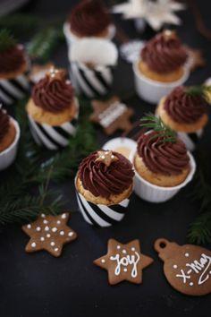 Mlle Klein: Lebkuchenzahlen und Lebkuchen-Cupcakes mit Orangen-Schokoladencreme