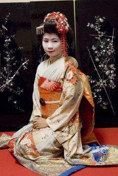 Geisha sitting 2