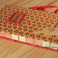 Ah, gente este livro ficou muito fofo e está disponível lá na loja www.ateliefofurices.iluria.com ⠀ #receitas #food #caderno #livro #book #bookbinding #encadernacao #artesanal #artesanato #livrodereceitas #feitoamao #handmade #presente #natal #cozinha #kitchen #cook ⠀
