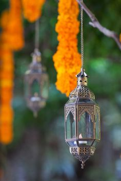 We absolutely love the styling of this modern Indian wedding - Indian wedding décor - Sangeet décor - Mehendi décor - marigold flowers - hanging flowers and lanterns #thecrimsonbride