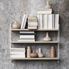 String Pocket is a lightweight shelf manufactured by the Swedish company String Furniture. String Pocket comes in fixed combinations consisting of 2 side panels and 3 shelves. String Pocket, Form Design, Deco Design, Oak Shelves, Shelving, Shop Interior Design, Home Interior, String Regal, String Shelf