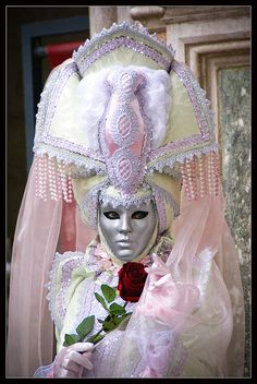 Venice Carnival 2011 - Peach veil | Flickr - Photo Sharing! Venice Carnival Costumes, Mardi Gras Carnival, Venetian Carnival Masks, Carnival Outfits, Carnival Of Venice, Venetian Masquerade, Masquerade Ball, Costume Venitien, Venice Mask