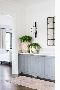 Home interior Design Videos Living Room Hanging Plants Link – Right here are the best pins around Coastal Home interior! Interior Paint, Interior Design Kitchen, Interior Decorating, Decorating Ideas, Benjamin Moore Classic Gray, Wall Design, House Design, Design Bedroom, Visual Comfort