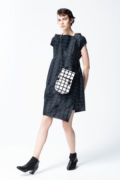 Issey Miyake Pre-Fall 2018 Fashion Show Collection