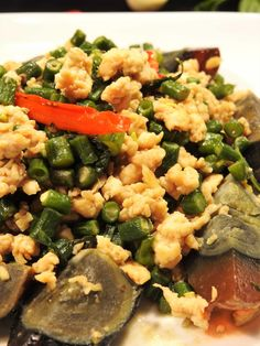 The healthy choice for Thai cuisine that you can make at home Century Eggs Recipe, Healthy Thai Recipes, Gluten Free Rice, Ground Chicken, Different Recipes, Egg Recipes, Healthy Choices, Green Beans, Food To Make
