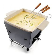 fondue cheese Cheese fondue, a winter dish? Boska doesnt think so. To allow you to enjoy cheese fondues all year round, Boska decided to create this Outdoor Cheese Fondue. Now you can en Kitchen Utensils, Kitchen Gadgets, Kitchen Stuff, Kitchen Tools, Winter Bbq, Fondue Party, Winter Dishes, Cheese Bread, Fondue Cheese