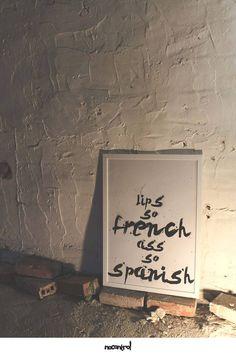 Ręcznie Tworzony Plakat - 100% Handmade - Szablon - 50x70 cm - lips so french ass so spanish - nocontrolprints - Ozdoby na ścianę - Dekoracja ścienna