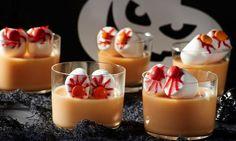 Ein gruseliges Götterspeisen-Dessert für Halloween oder einen Kindergeburtstag