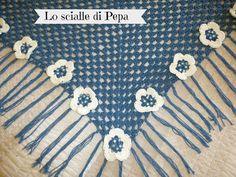 Scialle boho triangolare uncinetto handmade di FELTRINA su Etsy